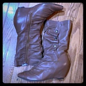 F- Brown fashion boots.